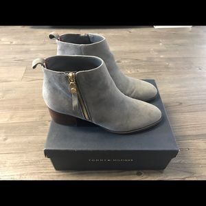 Like NEW Tommy Hilfiger Suede Booties